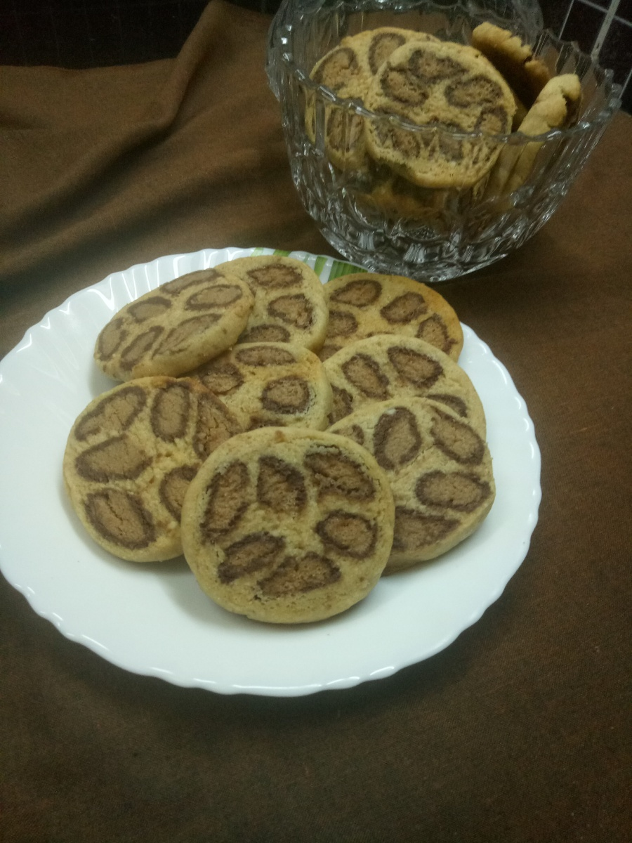 Leopard Print Cookies in Almond and Chocolate Flavor with 100% Whole wheat flour