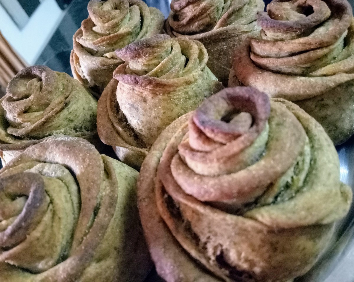 Rose Buns with Amaranth Leaves and Wheat Flour